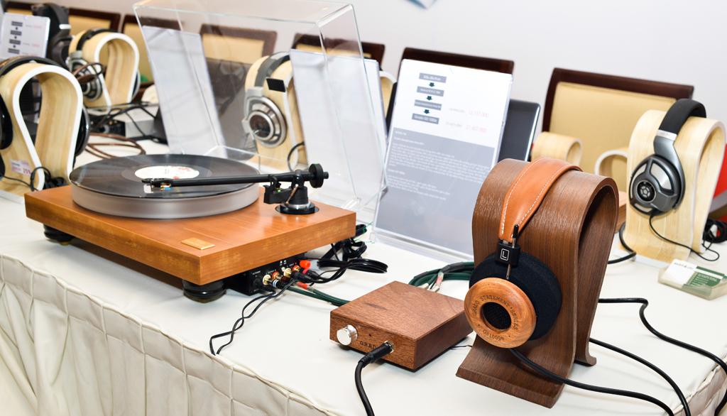 Bộ phối ghép đầu đọc đĩa than với Headphone Amp Grado RA1 để đánh với tai nghe Grado GS1000e