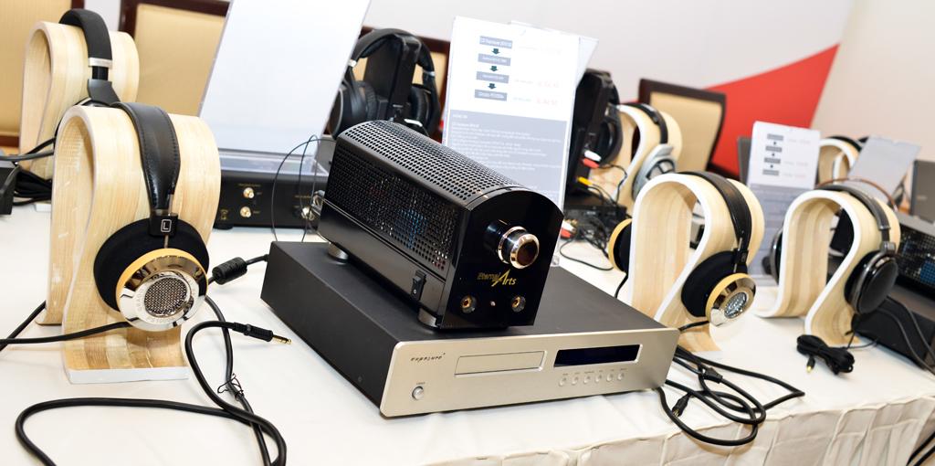Bộ combos sử dụng đầu đọc đĩa CD Exposure 2010 S2 chơi với Headphone Amp đèn của thương hiệu danh tiếng đến từ Đức EternalArt để đánh cặp đôi tai nghe Grado PS 1000e