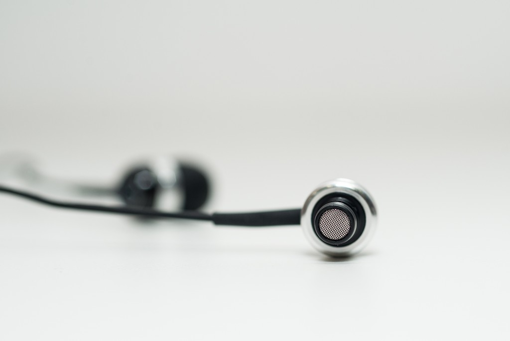 CX400 II mang tới một âm thanh sống động , chi tiết , sạch sẽ bởi màng tai nghe cơ động làm bằng chất liệu nam châm neodymium khiến âm thanh được chiết xuất một cách tự nhiên, chơi rất tốt và đa dạng các dòng nhạc từ nhạc trữ tình đến các dòng nhạc sôi động bởi các dải âm khá cân bằng, cùng với âm thanh được tái tạo trung thực.