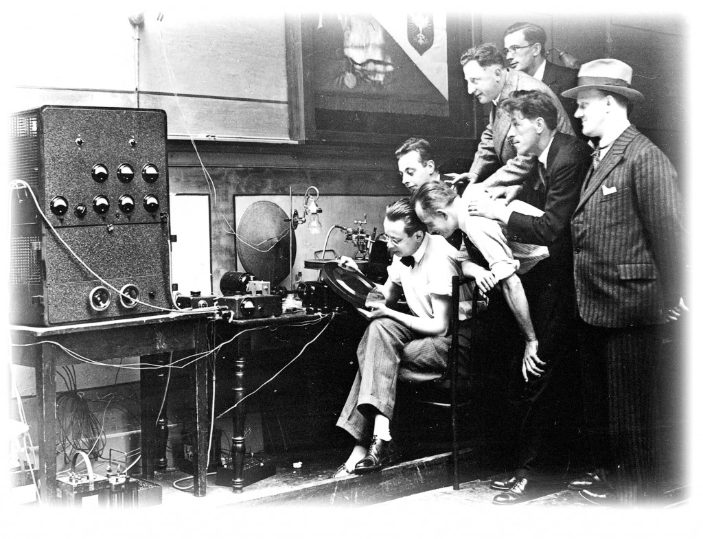 beyerdynamic-History_Eugen_Beyer_und_Team_in_1924_01