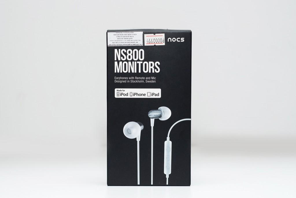 : NS800 được đóng gói bằng hộp giấy, nhỏ gọn và đơn giản. Mặt trước là hình ảnh và tên tai nghe cùng chú thích tai nghe có điều khiển và mic đàm thoại. NS800 được thiết kế tại Stockholm, Thụy Điển. Phiên bản hiện có là màu trắng và tương thích với các thiết bị iOS