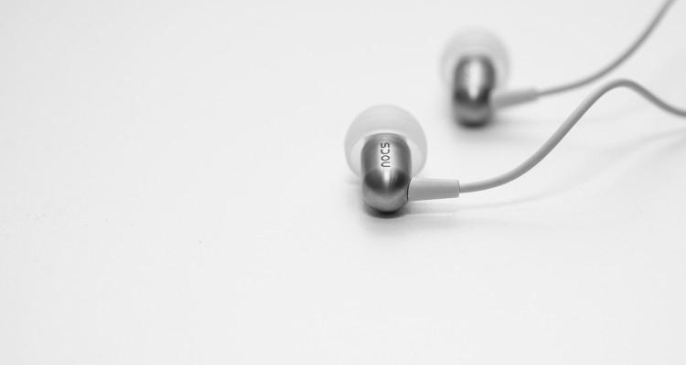 Phần housing sau khi đã cài nút tai. NS800 sử dụng nút tai bằng silicon chứ không phải cao su thông thường. Điều này mang lại rất nhiều ưu điểm vượt trội như độ bền của nút tai, cách âm, độ an toàn và thoải mái khi sử dụng.