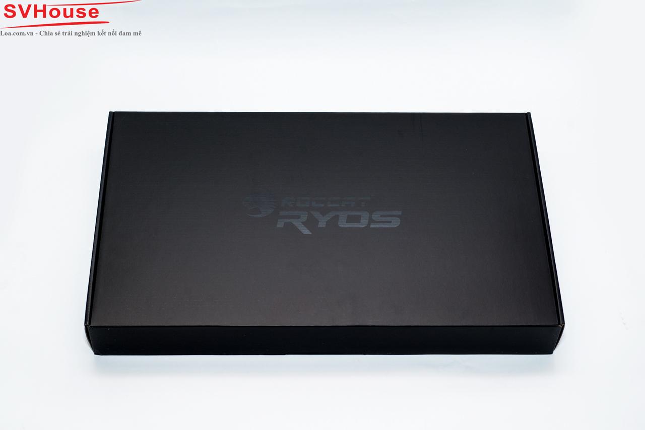 Lớp vỏ hộp thứ 2 bên trong khá dày dặn với logo Roccat Ryos nổi bật