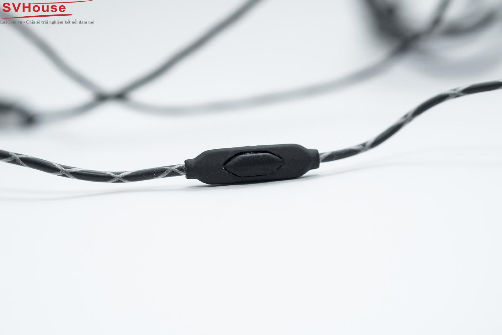 Phím bấm của Zn với khuôn hình rất vừa vặn, dễ dàng nhấn phím với bất kỳ ngón tay cái nào !