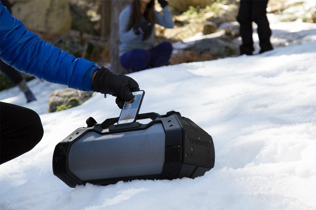 Braven BRV XXL được thiết kế để không chỉ chịu được những nơi nắng nóng, mà những nơi lạnh và có tuyết đều sử dụng và hoạt động hiệu quả