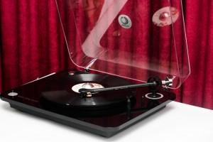 Mâm đĩa than Elipson Omega 100 RIAA BT có chất âm mộc mạc, tự nhiên, tiếng rất trong và sạch, độ chi tiết rất tốt.