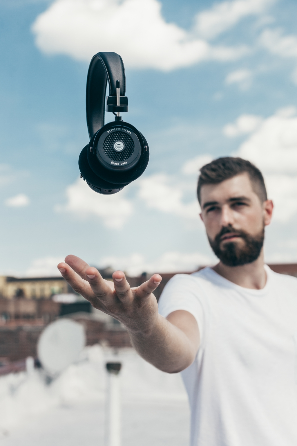 resize_01-Levitating-Wireless-Grado-GW100-Headphones-by-Erick-Urgiles-7