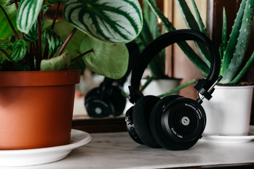 grado, grado labs, grado headphones, sunset park, brooklyn, brooklyn headphone company, three generations of sound, GW100, wireless, bluetooth, leaves, green, smith canteen, coffee shop