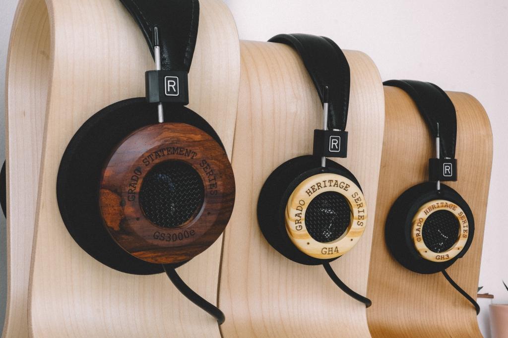resize_Grado-GS3000e-GH4-GH3-Wooden-Headphones-7