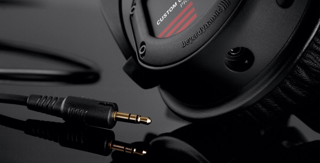 PIC_Custom-One-Pro-black_12-05_cable_-4D