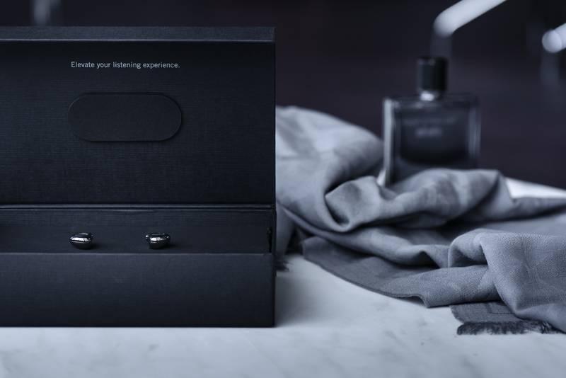 PIC_Xelento-remote_17-05_box-open-parfum_v1 (1)