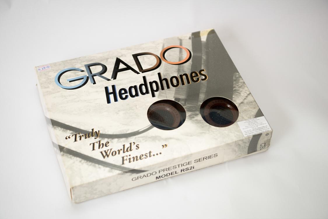 Vỏ hộp tai nghe Grado Rs2i khá đơn giản