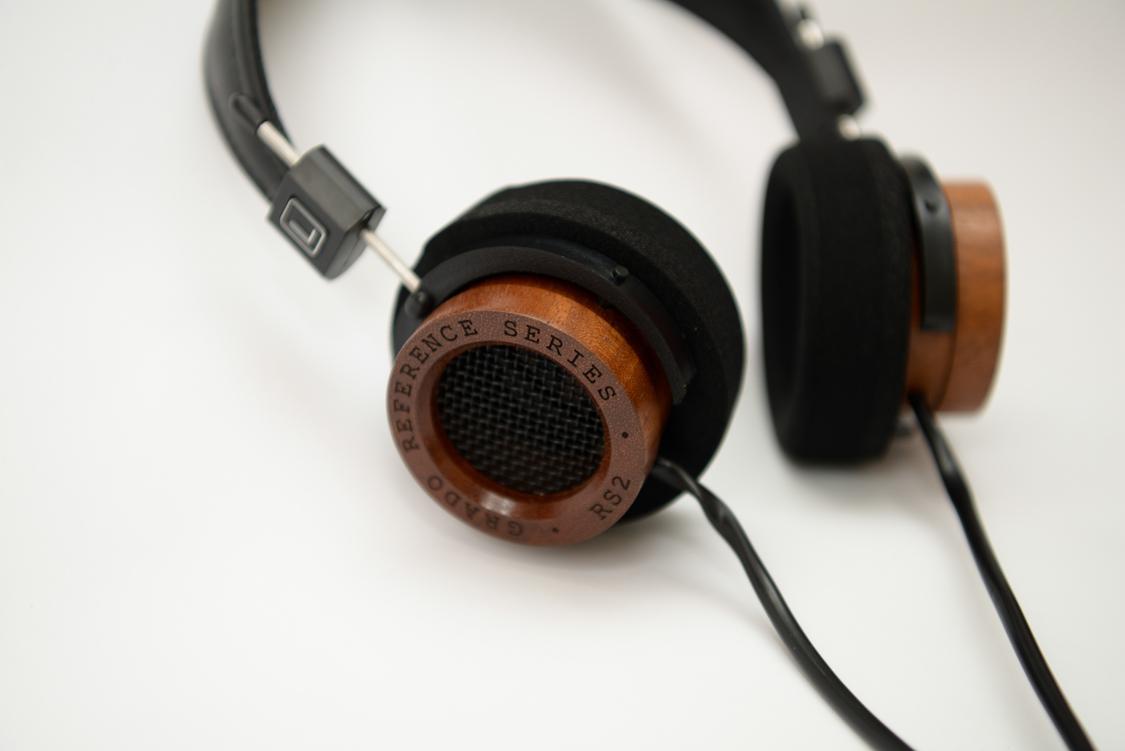Rs2i là tai nghe làm thủ công bằng tay, tập chung vào việc tái tạo âm thanh tự nhiên, chân thật nhất, rs2i cần bạn nâng niu trân trọng như một tác phẩm tái tạo âm thanh.