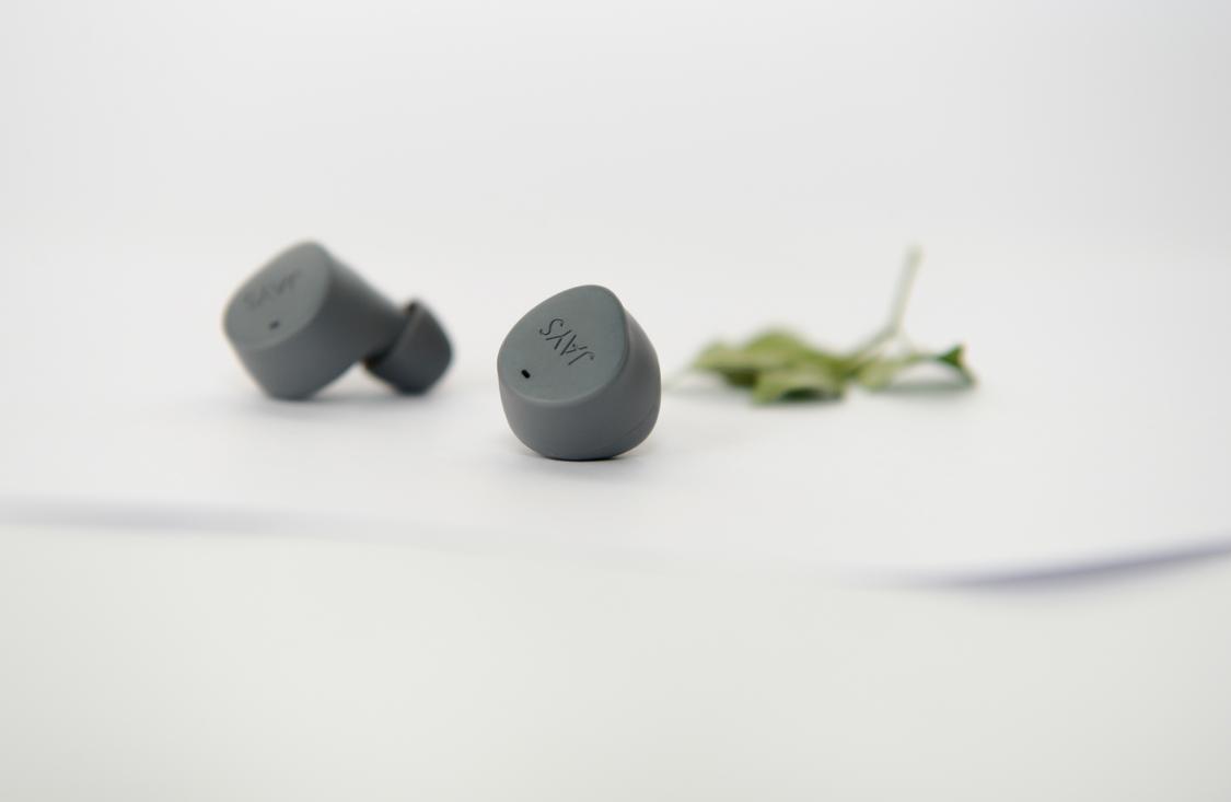 Điều khiển bài hát, tăng giảm âm lượng bằng cảm ứng, tích hợp điều khiển giọng nói
