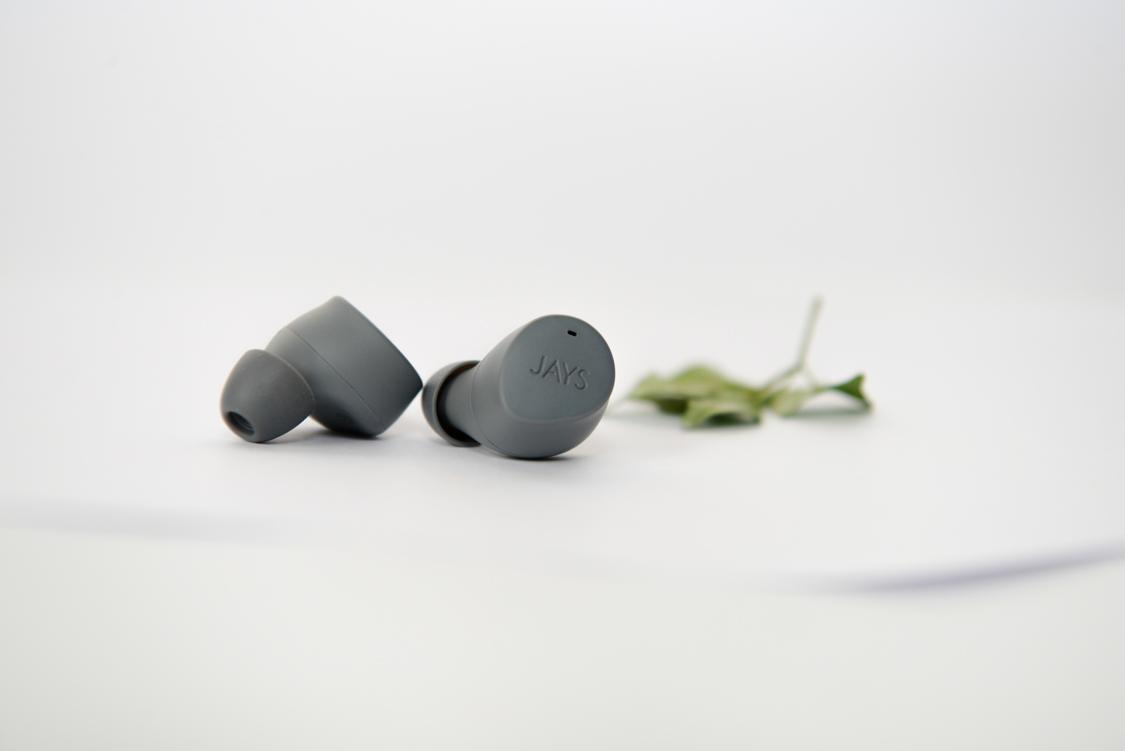 housing tai nghe khá nhỏ, đeo rát vừa tai