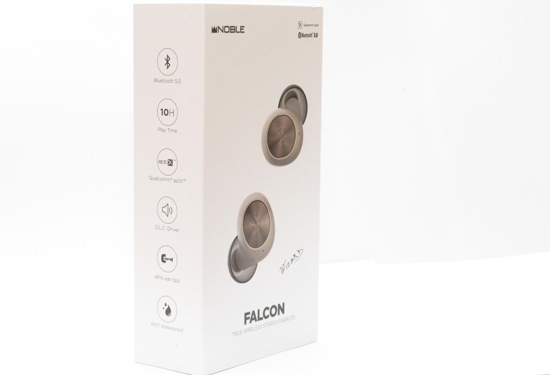 mặt bên  tai nghe Noble Falcon với những thông tin nổi bật của sản phẩm