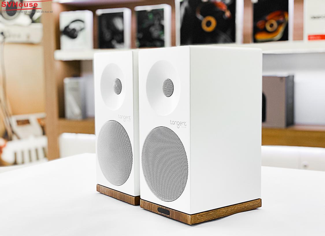 Sau một thời gian dài trải nghiệm, X5BT là một bộ loa bluetooth bookshelf chơi được đa dạng dòng nhạc với 3 dải âm cân bằng, khá chi tiết, tiếng trong sáng,  bass đánh nẩy,mềm, giảu nhạc tính, khi nghe lần đầu với chất lượng file nhạc 16bit trở lên, bạn sẽ thấy ấn tượng với khả năng trình diễn,  từ Jazz, blue, acoustic đến bolero, đều đem lại cảm giác thưởng thức nhạc thực sự và rất thư giãn.